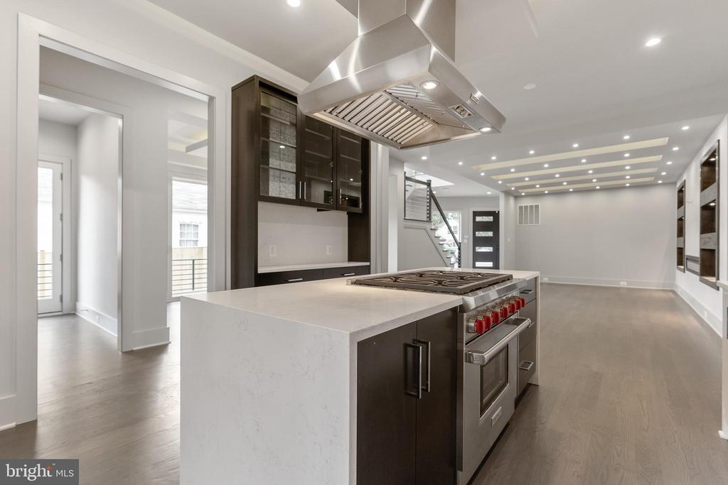 High- end kitchen appliances - 3222 20TH RD N, ARLINGTON