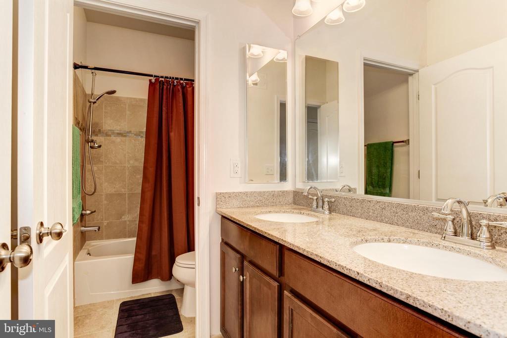 Bathroom 2 - 42294 SAN JUAN TERRACE, ALDIE