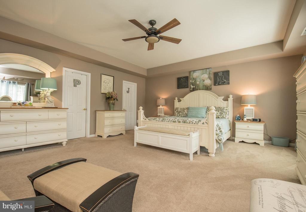 Relax in your own suite. - 23084 RED ADMIRAL PL, BRAMBLETON