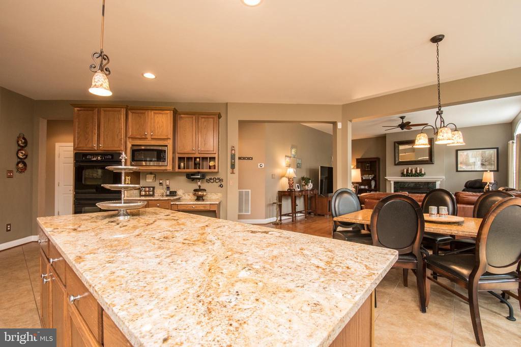 Nice island in this updated kitchen. - 23084 RED ADMIRAL PL, BRAMBLETON