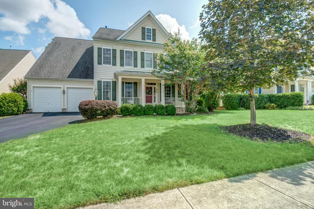 Beautiful and updated - 23084 RED ADMIRAL PL, BRAMBLETON