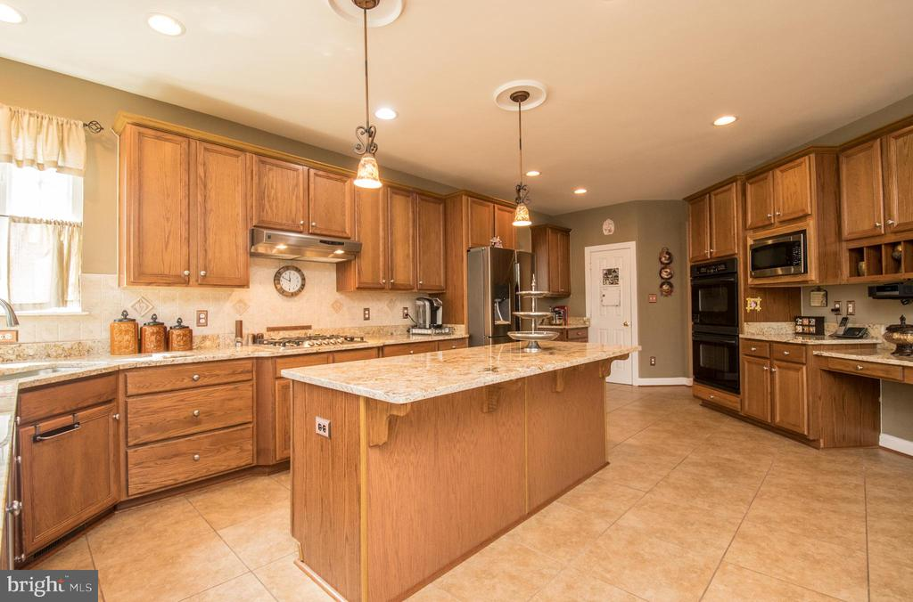 Gourmet kitchen - 23084 RED ADMIRAL PL, BRAMBLETON