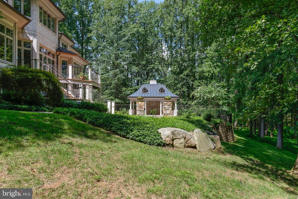Surrounded by lush green forest - 9998 BLACKBERRY LN, GREAT FALLS
