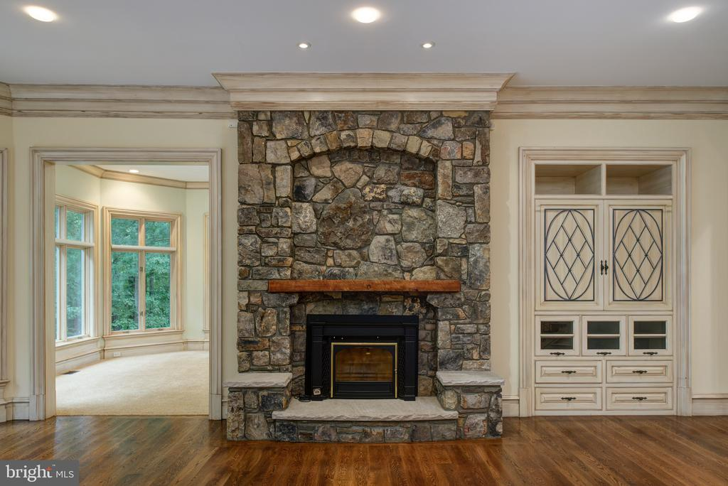 Family room with stone fireplace & built ins - 9998 BLACKBERRY LN, GREAT FALLS