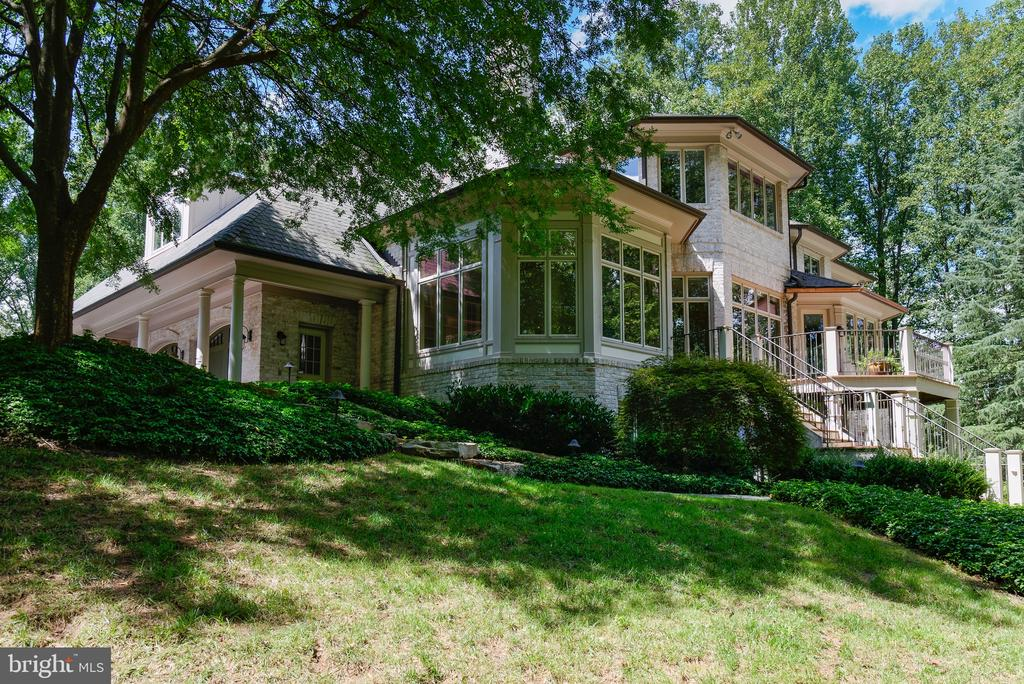 Stunning landscaping - 9998 BLACKBERRY LN, GREAT FALLS