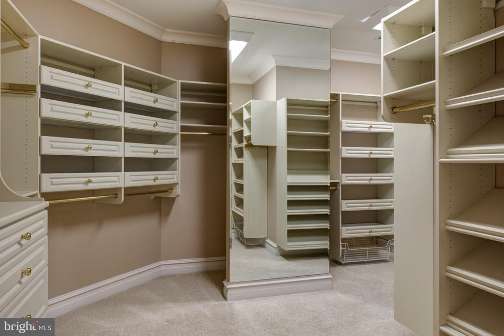 Master closet with built ins & floor length mirror - 9998 BLACKBERRY LN, GREAT FALLS