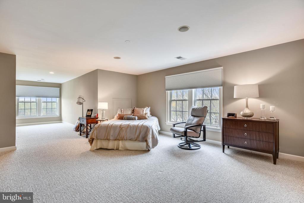 Upper Level 2 Master Bedroom - 18290 BUCCANEER TER, LEESBURG
