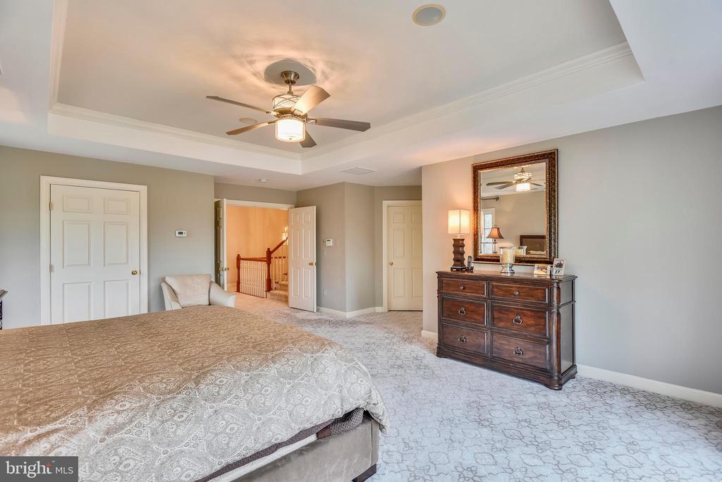 Upper Level 1 Master Bedroom - 18290 BUCCANEER TER, LEESBURG