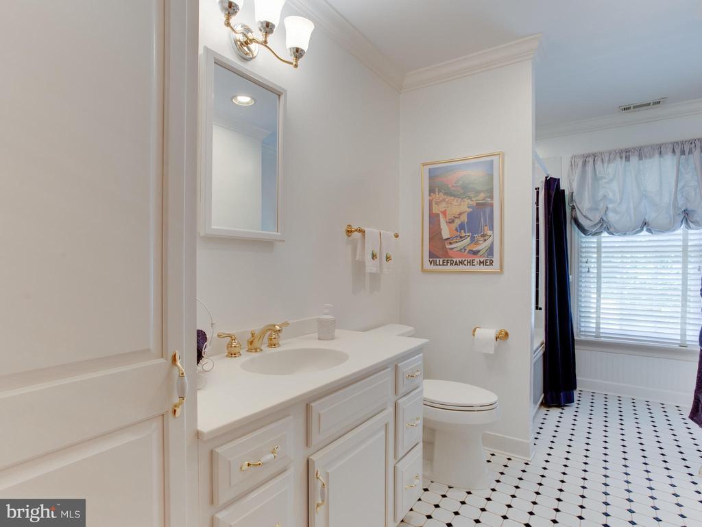 Upstairs Full Bath - 3133 CATRINA LN, ANNAPOLIS