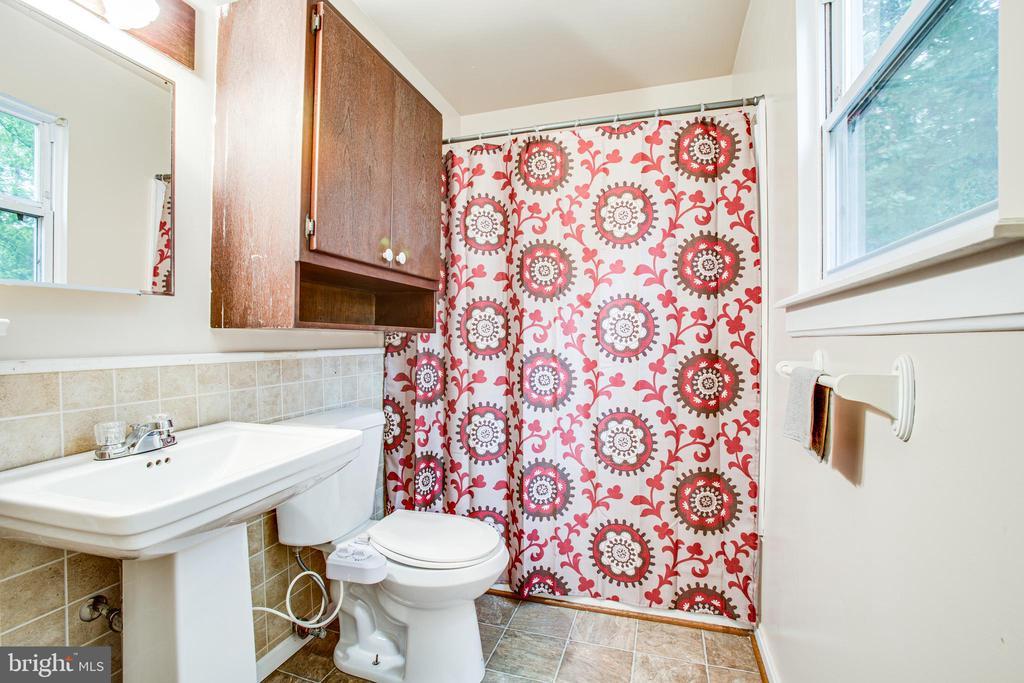 Master bathroom - 100 CREEKSIDE DR, LOCUST GROVE