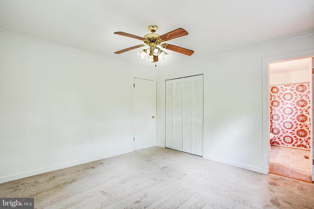Master bedroom - brand new carpet! - 100 CREEKSIDE DR, LOCUST GROVE