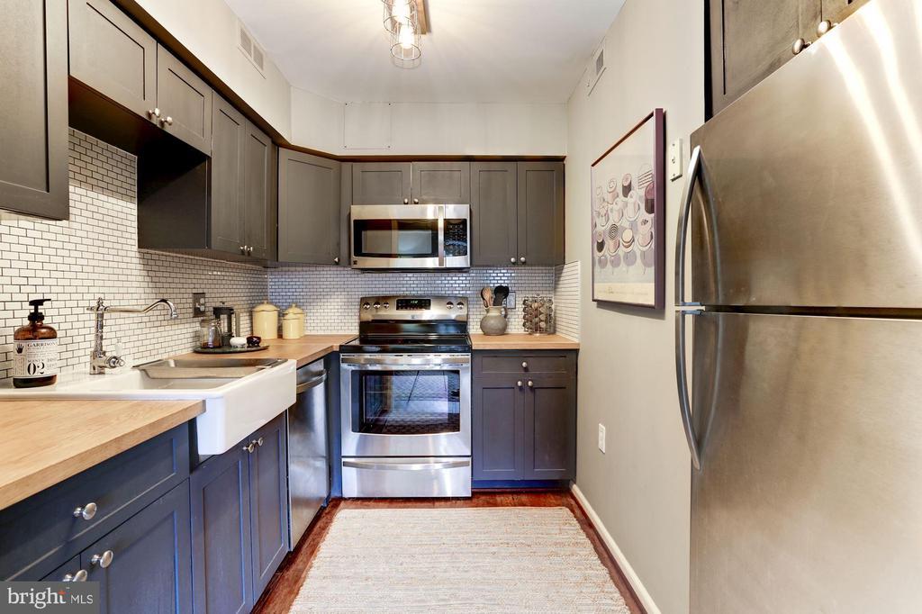 Kitchen - beautiful and modern - 3802 PORTER ST NW #301, WASHINGTON