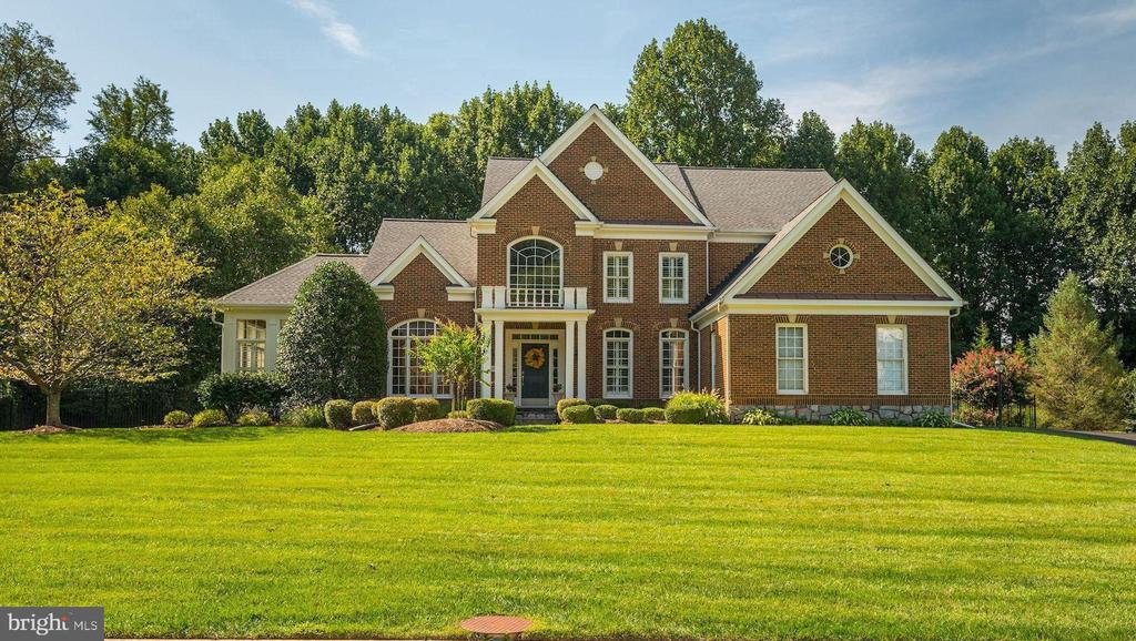 Exquisite brick front home on 3/4+ acre lot... - 11691 CARIS GLENNE DR, HERNDON