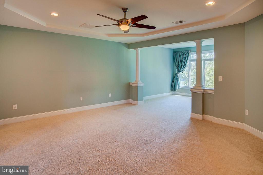 Master Bedroom to Sitting room - 18310 FAIRWAY OAKS SQ, LEESBURG