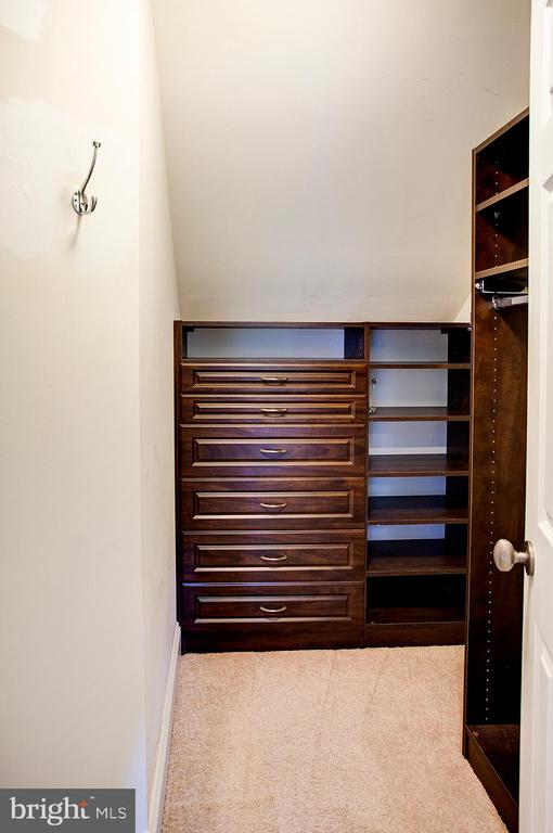 Master bedroom closet with built ins - 18310 FAIRWAY OAKS SQ, LEESBURG