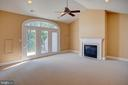 Loft area with gas fireplace and River view - 18310 FAIRWAY OAKS SQ, LEESBURG