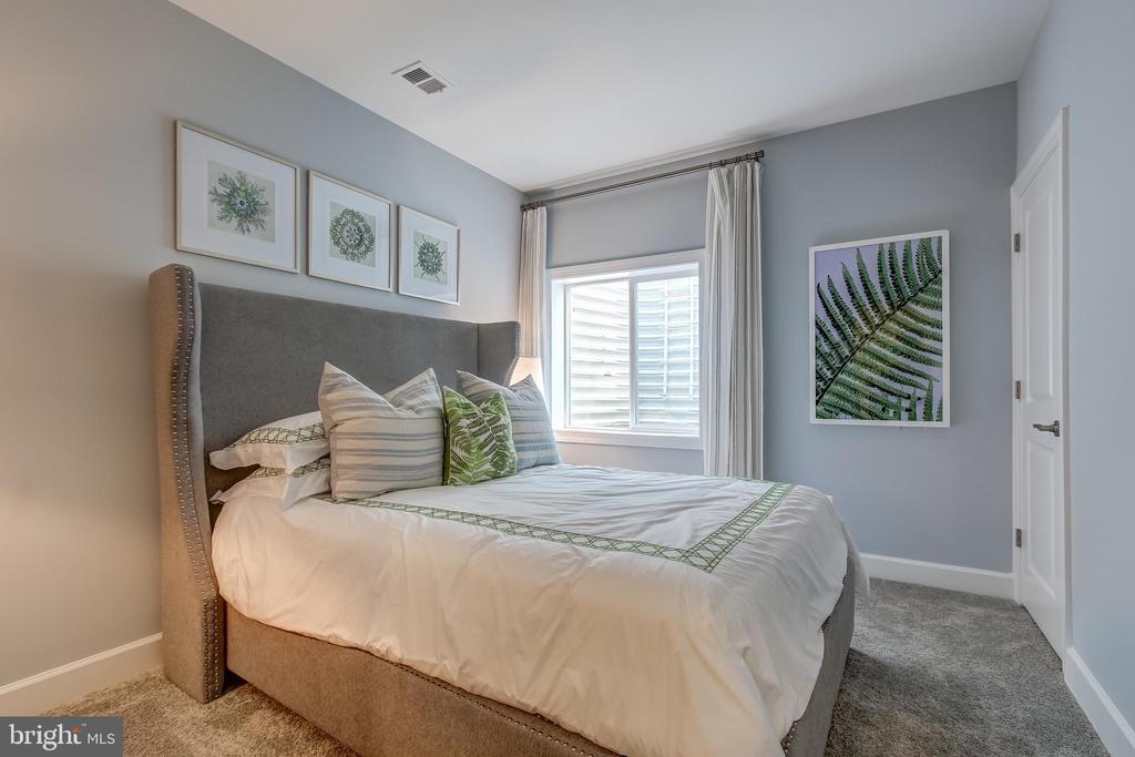 Lorton Model Legal Bedroom w/ Egress - 9502-A SANGER ST, LORTON