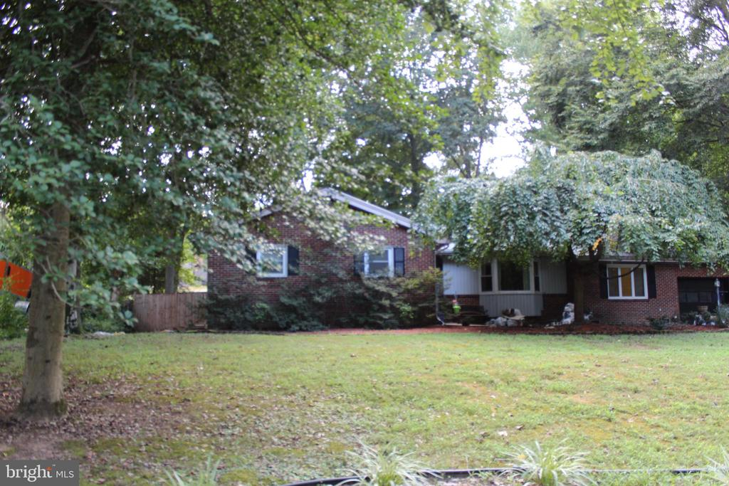 - 18404 CABIN RD, TRIANGLE