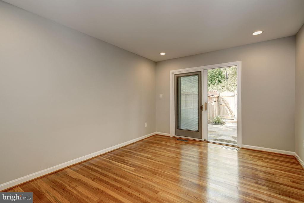 Dining room with walkout to the courtyard - 2018 HIGHBORO WAY, FALLS CHURCH