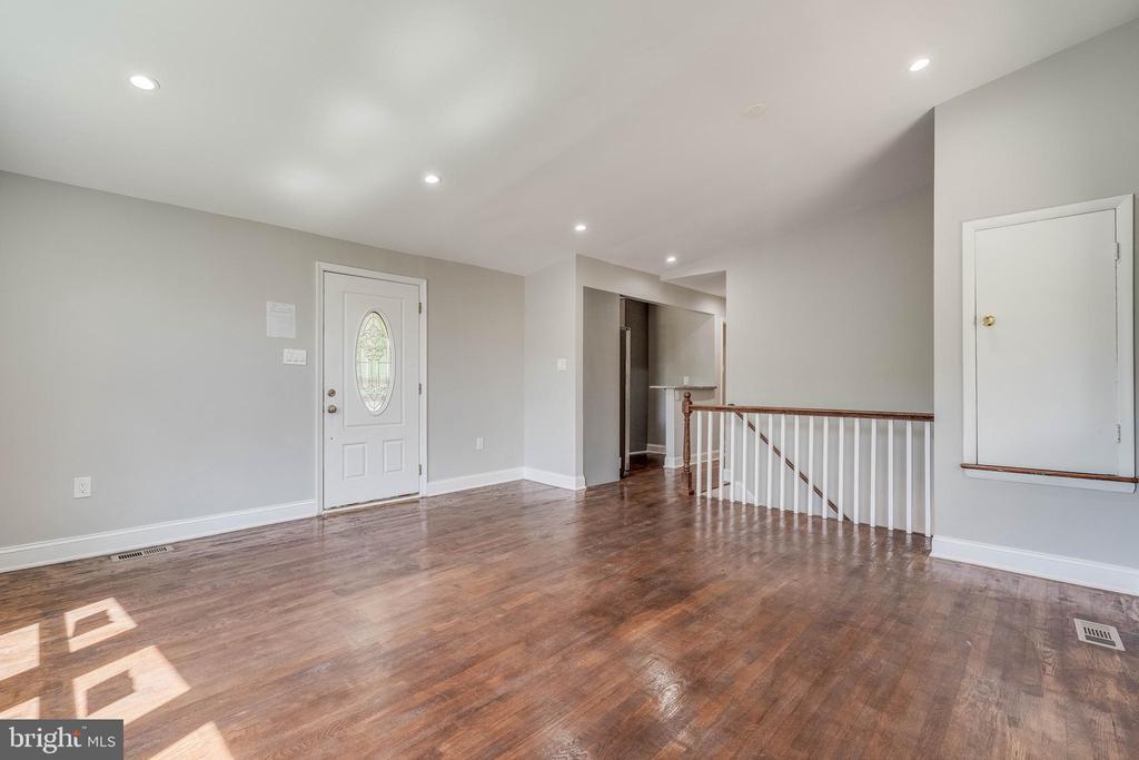 Gorgeous Hardwood Complement The Open Living Area - 5020 LEE ST NE, WASHINGTON