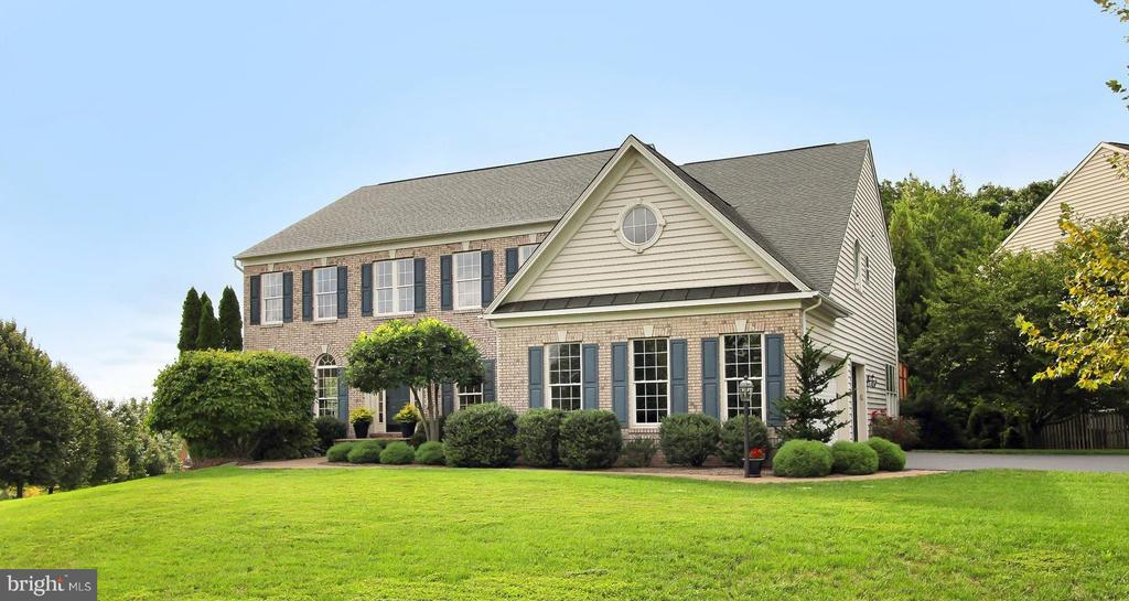 Nestled away from the bustling roads is Serenity!! - 22478 PINE TOP CT, ASHBURN