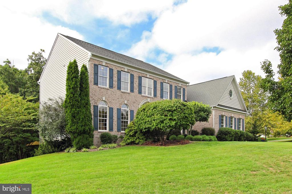 Enjoy this Wooded and Grassy 1/2 Acre  + Lot - 22478 PINE TOP CT, ASHBURN