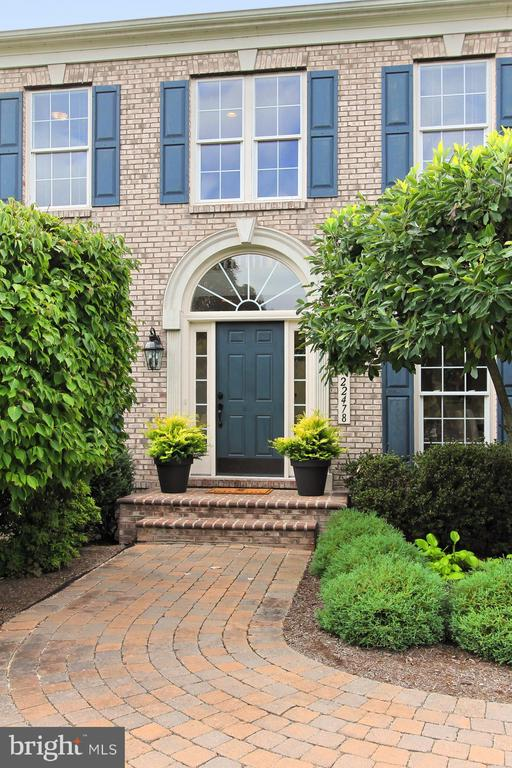 The Details and Finishes are Plentiful!! - 22478 PINE TOP CT, ASHBURN