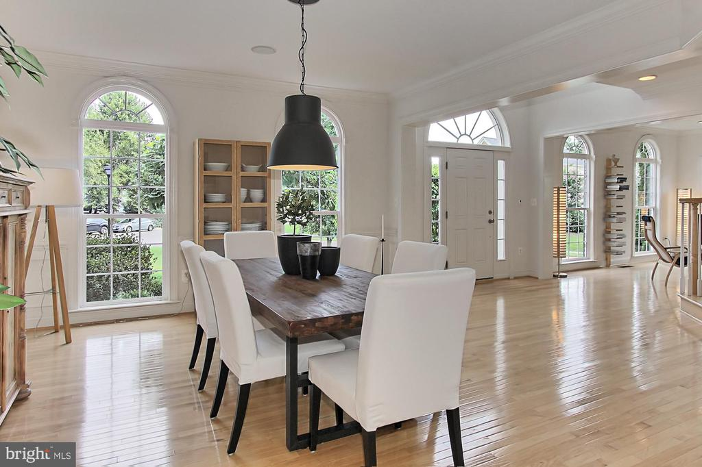 The Windows are Picturesque with Tree Views - 22478 PINE TOP CT, ASHBURN