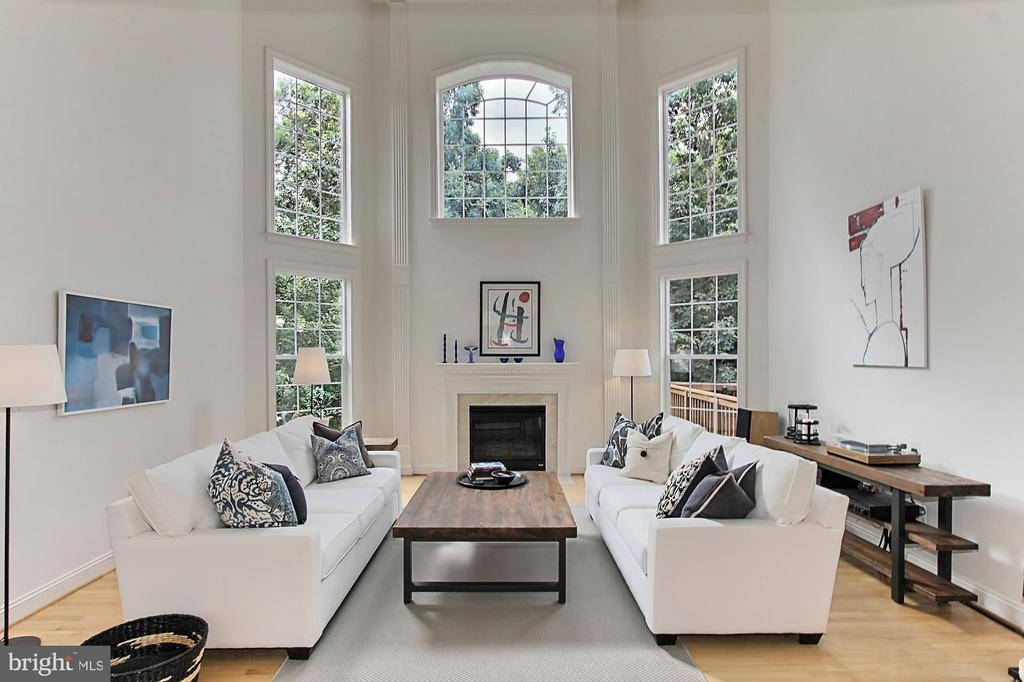 Glorious 2 Story Great Room w/ Wall of Windows - 22478 PINE TOP CT, ASHBURN