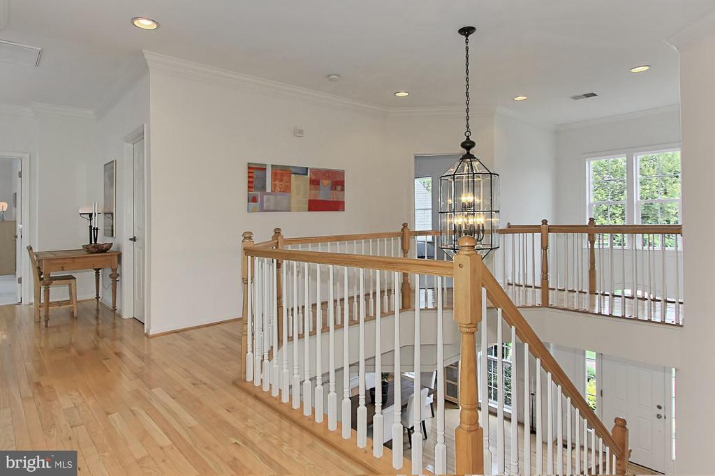 Enjoy the Upper Foyer w/ Sparkling Hardwood Flrs. - 22478 PINE TOP CT, ASHBURN