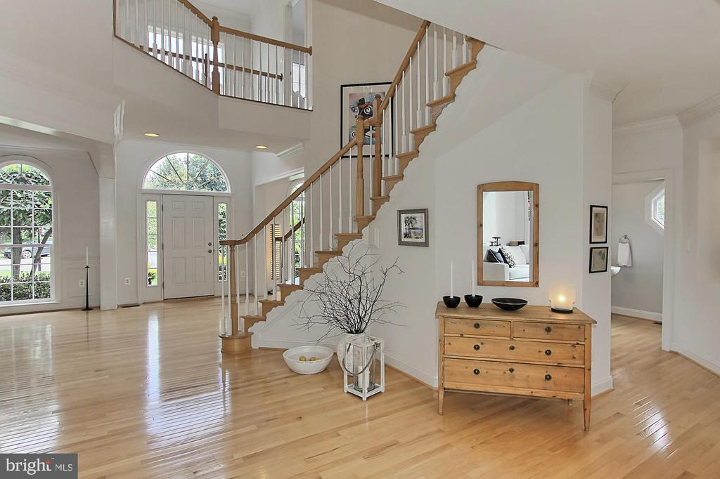 The Moment You Step Inside, is Love at First Sight - 22478 PINE TOP CT, ASHBURN
