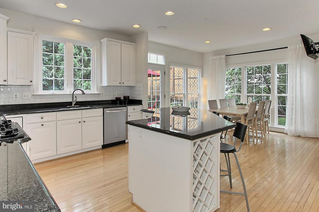 Another Dramatic Backdrop of Tree's to Enjoy - 22478 PINE TOP CT, ASHBURN