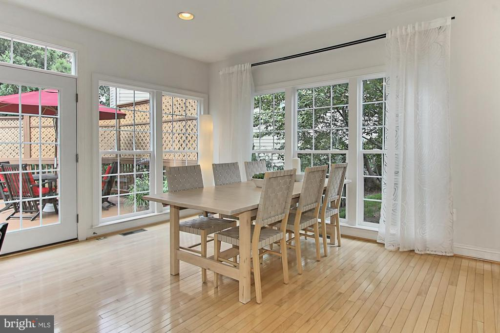 Enchanting Eat In Kitchen w/ Access to the Deck - 22478 PINE TOP CT, ASHBURN