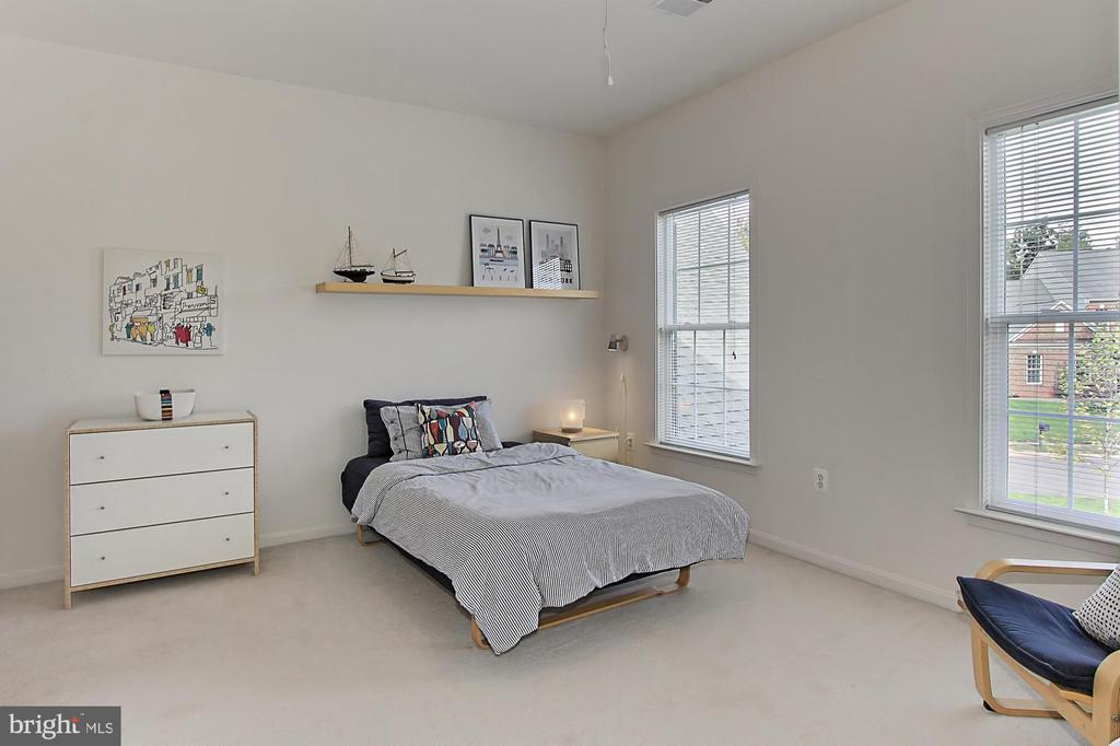 Bedroom #2 w/ En-suite Bath - 22478 PINE TOP CT, ASHBURN