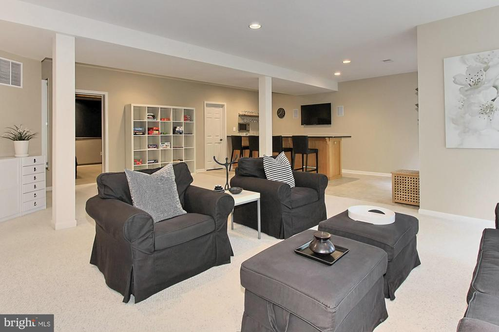 Easy Access to Outside, Inside Spaces and Upstairs - 22478 PINE TOP CT, ASHBURN