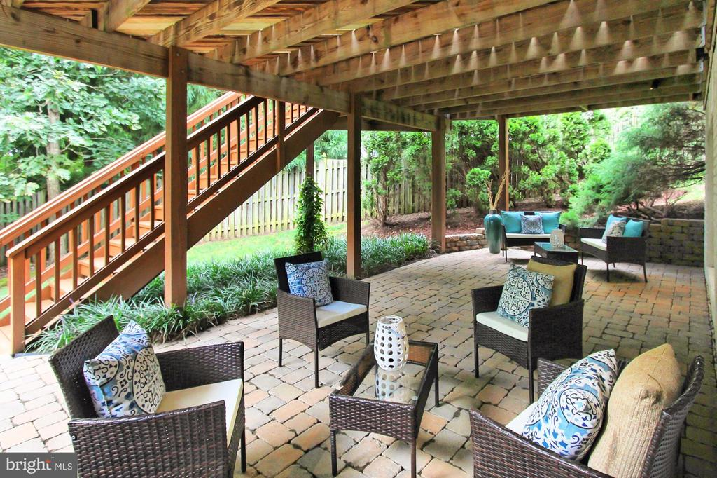 The Options are Endless w/ this Paver Patio - 22478 PINE TOP CT, ASHBURN