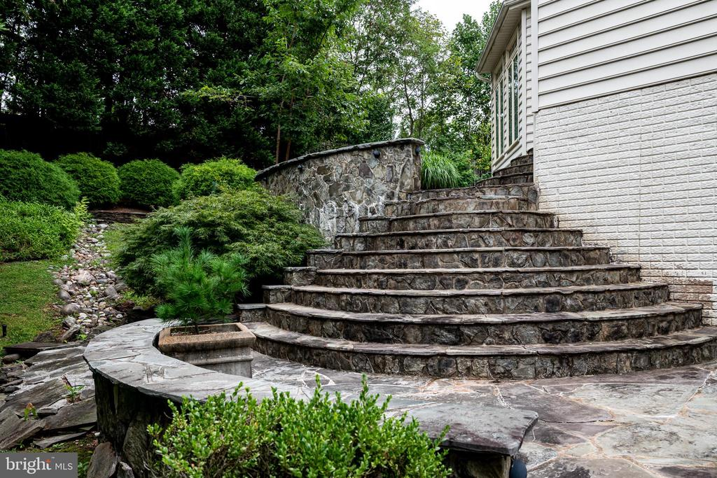 Steps from side yard - 11624 CEDAR CHASE RD, HERNDON