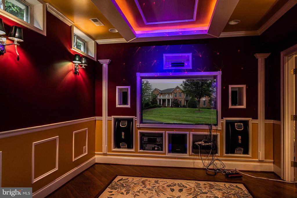 Lower level media room lights - 11624 CEDAR CHASE RD, HERNDON