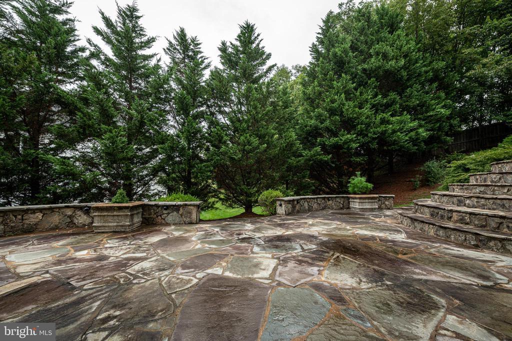 Stone patio - 11624 CEDAR CHASE RD, HERNDON