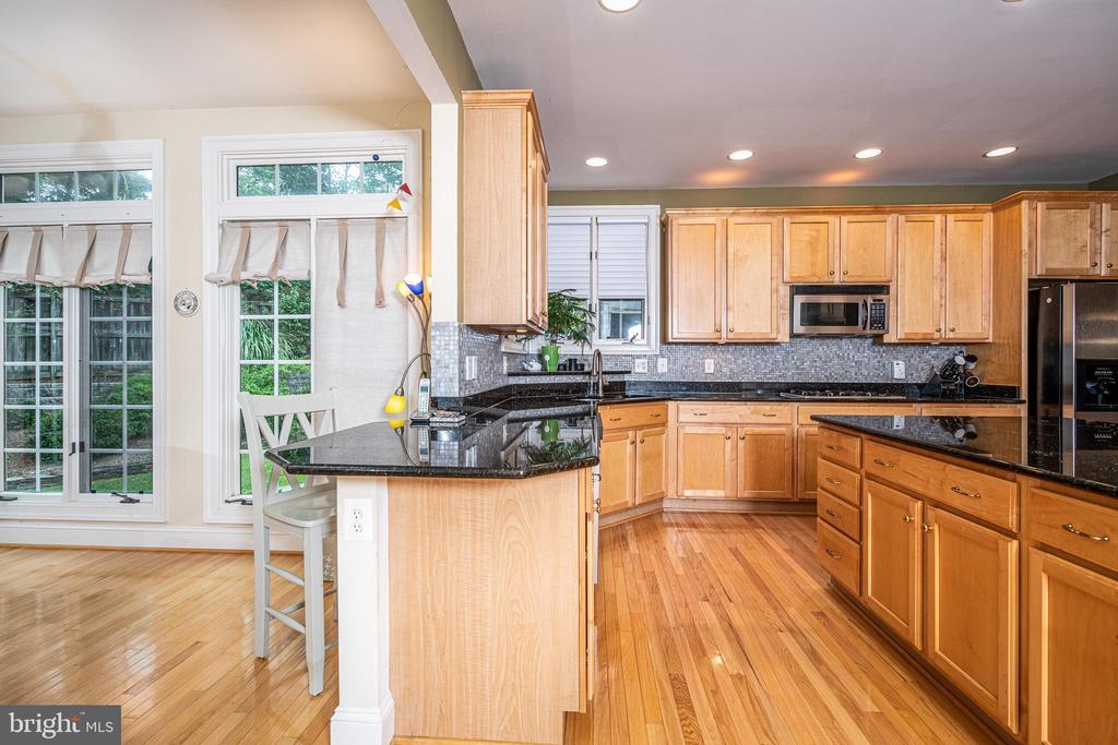 Kitchen - 11624 CEDAR CHASE RD, HERNDON