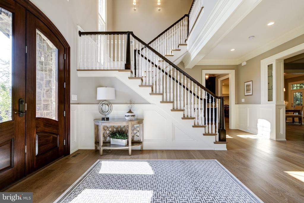 Gracious Two Story Foyer - 3200 N ABINGDON ST, ARLINGTON