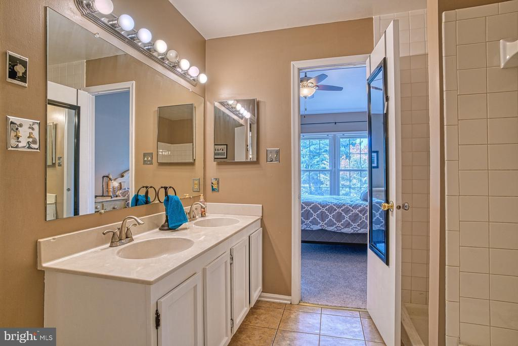 Dual vanities - 7654 NORTHERN OAKS CT, SPRINGFIELD