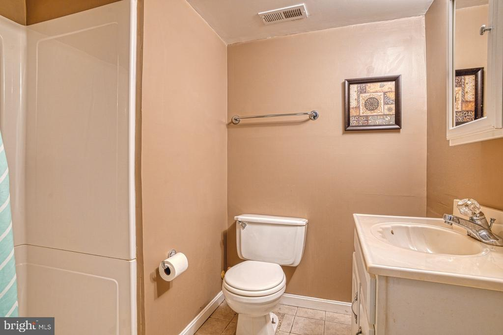 Full bath on lower level - 7654 NORTHERN OAKS CT, SPRINGFIELD