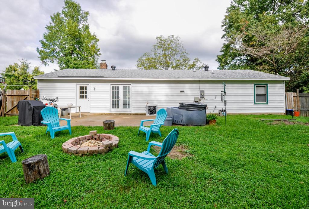 Spacious Backyard with Firepit - 11202 OLD LEAVELLS RD, FREDERICKSBURG
