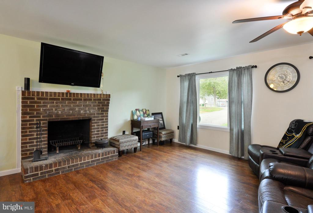 Cozy up to the Fireplace! - 11202 OLD LEAVELLS RD, FREDERICKSBURG