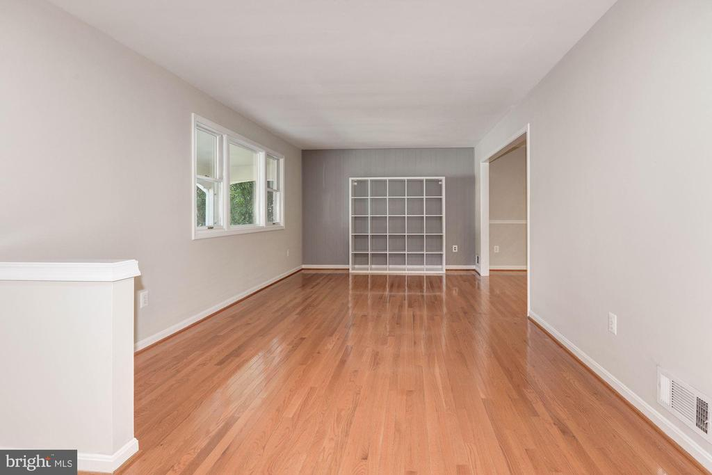 Living Room - Hardwood Floors - 5120 THACKERY CT, FAIRFAX