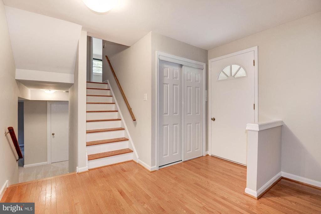 Foyer + Coat Closet - 5120 THACKERY CT, FAIRFAX