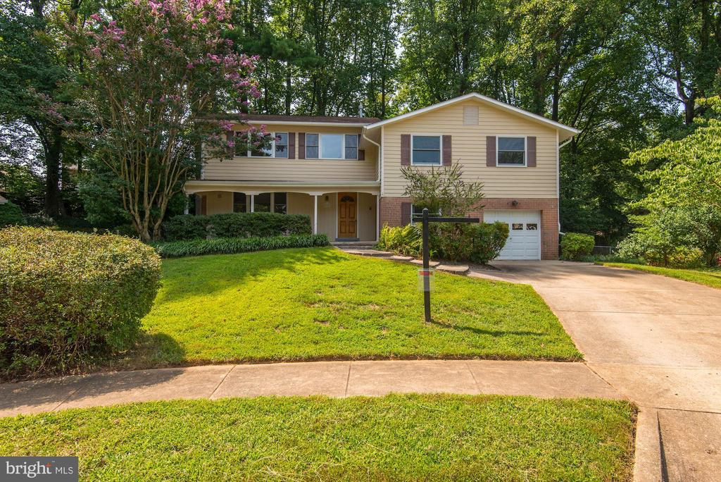 Absolutely Beautiful Curb Appeal! - 5120 THACKERY CT, FAIRFAX