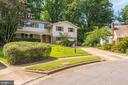 Nicely Manicured Lawn & Gardens! - 5120 THACKERY CT, FAIRFAX