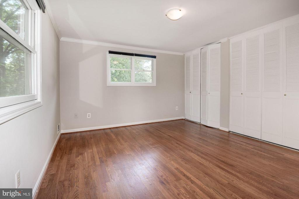 Master Bedrm - Complete w/ Entire Wall of Closets! - 5120 THACKERY CT, FAIRFAX